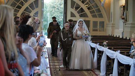 Tuż przed śmiercią 94-letni powstaniec poprowadził wnuczkę do ślubu. Przygotujcie chusteczki