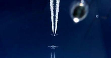 Tak blisko latają koło siebie samoloty pasażerskie na zatłoczonym niebie