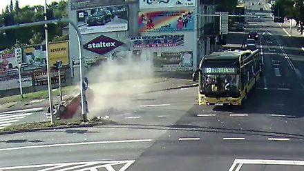 81-latek w Seicento jechał prosto na autobus w Kaliszu