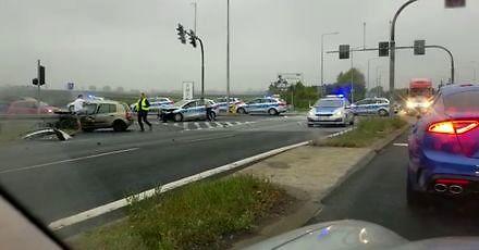 Groźne zderzenie radiowozu z Renault Clio w Opolu