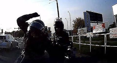 Motocyklista wpada w szał