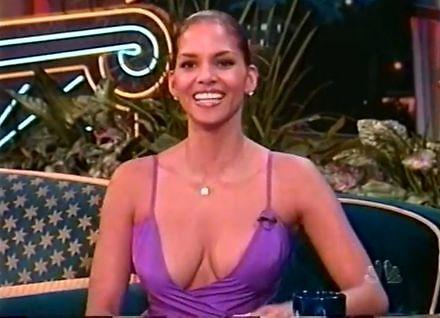 """Halle Berry w 1998 i jej dwa """"szczegóły"""", które przejęły wywiad"""