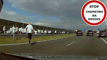 Ustawka kiboli Legii i Widzewa na autostradzie A2