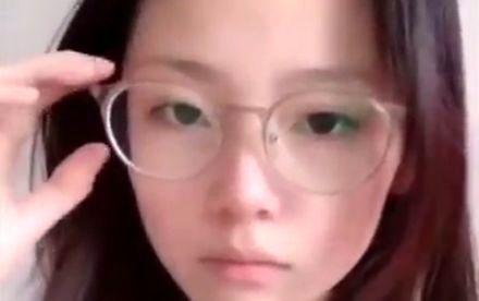 Azjatek sztuczka z okularami