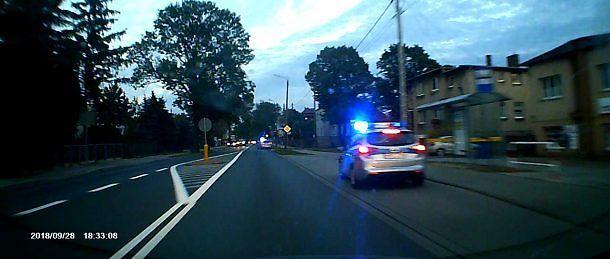Policyjna eskorta dziecka z połkniętą agrafką w Krotoszynie