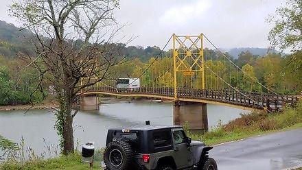 Przykład dość elastycznego mostu