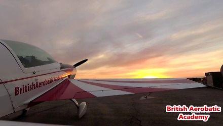 Polska wschodząca gwiazda akrobacji samolotowej na emigracji