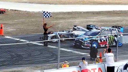 Kto wygra na torze? Lewis Hamilton czy Ken Block?