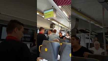 Pasażerowie dosłownie wyp***dalają typa na gapę z pociągu