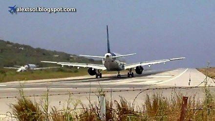 To lotnisko zwala turystów z nóg. I to dosłownie!