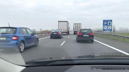 Ciężarówki wyprzedzają się przez co najmniej 6 kilometrów