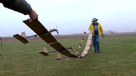 Dziewięć połączonych ze sobą zdalnie sterowanych samolotów