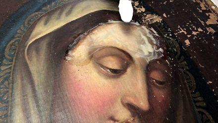 Czyszczenie i naprawa starego obrazu