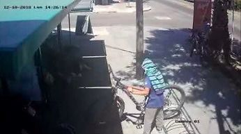 Próba kradzieży roweru i reakcja właściciela
