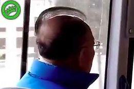 Ciekawe, ile godzin spędza przed lustrem, by tak ułożyć fryzurę