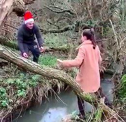 Próba przejścia przez rzekę