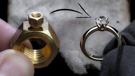 Dwie nakrętki przemienił w pierścionek