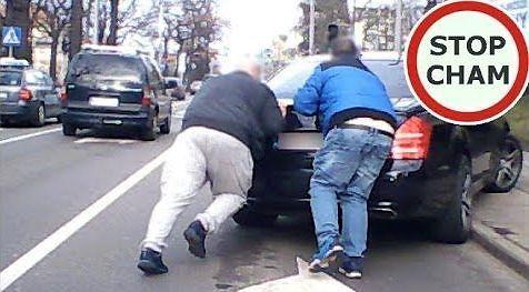 Nie bądź obojętny - pomagaj na drodze