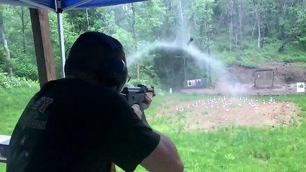 Strzelanie z kałacha w deszczu i niesamowity efekt