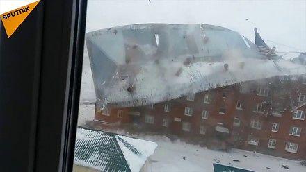 Zerwany dach, przewrócony samochód, czyli kiedy atakuje silny wiatr