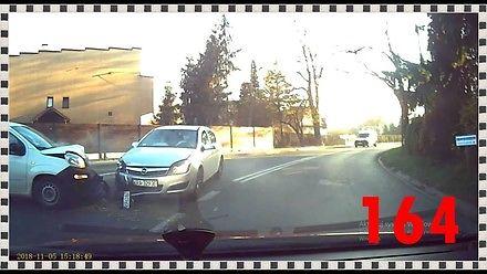 Polonez rozbity po hamowaniu klaksonem, czyli tak jeżdżą polscy kierowcy