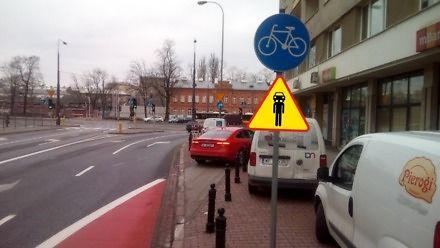 Wymiana zdań pomiędzy rowerzystą a pracownikiem banku