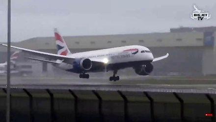 Lądowanie na lotnisku Heathrow w czasie burzy