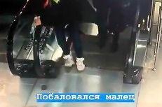 Podstępne ruchome schody zjadły mu buty