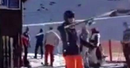 Popisowy numer z nartami