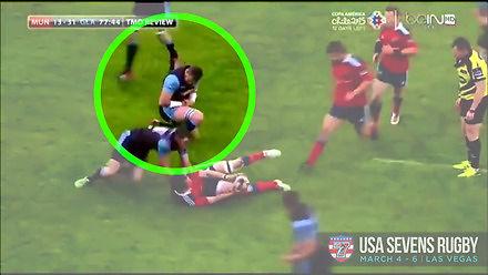 Rugbysta sam nastawia sobie bark i gra dalej