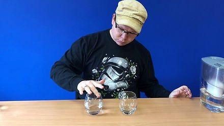 Jaki dźwięk wydaje woda, a jaki wódka?