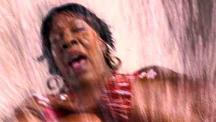 Kiedy zbyt otyła kobieta wejdzie na zjeżdżalnię wodną