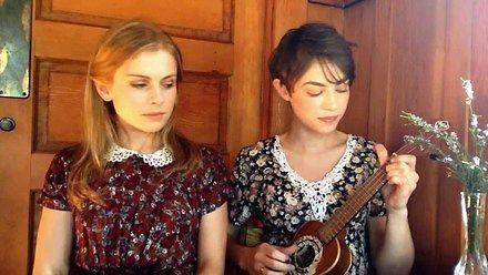 Dwie panie ładnie śpiewają