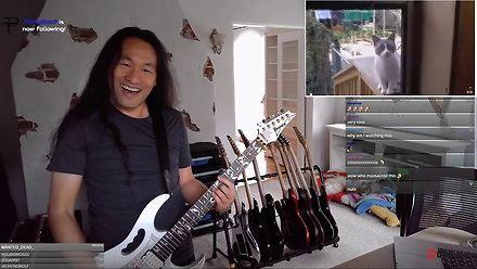 """Herman Li z DragonForce i zwierzęta w utworze """"Through the Fire and Flames"""""""