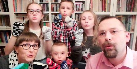 To się nazywa rodzina! Zaśpiewali z chorym na zespół Downa