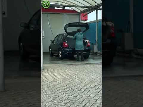 Dokładne mycie samochodu myjką ciśnieniową