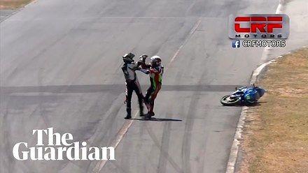 Bójka w wyścigach motocyklowych