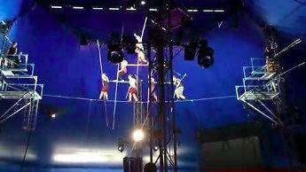 Kiedy cyrkowcy spadają na treningu bez zabezpieczeń