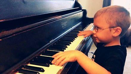 Niewidomy 6-latek zmierzył się z Bohemian Rhapsody