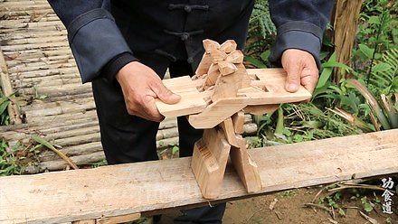 Japończyk robi szalone rzeczy z drewnem
