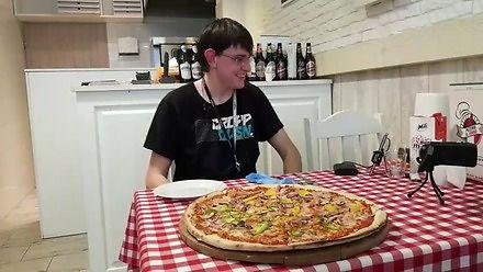 Kiedy przygotowujesz się do jedzenia pizzy przez 3,5 godziny, a odpadasz po jednym kawałku