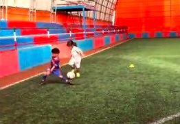 Młoda piłkarka ogrywa już nawet Messiego