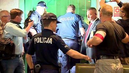Próba wyrwania broni policjantowi w polskim sądzie