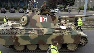 Replika niemieckiego czołgu przejeżdża ulicami Gdańska