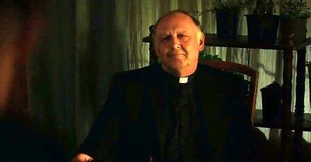 Kiedy członek gangu księży wpadnie na herbatkę