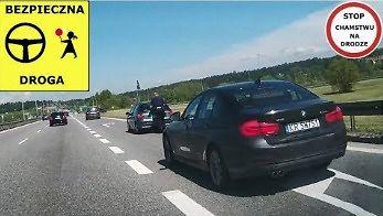 Co się tutaj dzieje... policja pomaga na autostradzie