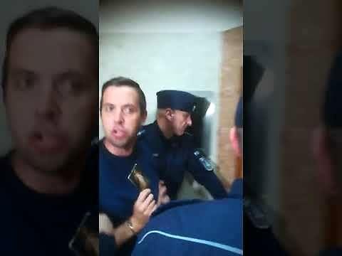 Chciał zabić policjanta, a teraz twierdzi, że jest niewinny