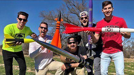 Co za porąbane hobby - też chcę odpalać takie rakiety!