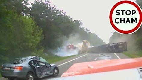 Groźny wypadek trzech ciężarówek i osobówki na DK7 pod Mławą