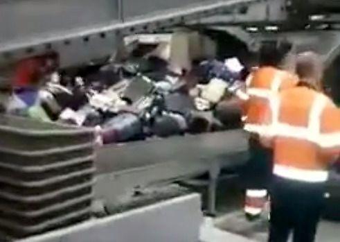 Drobna awaria sortowni bagaży na lotnisku Szeremietiewo
